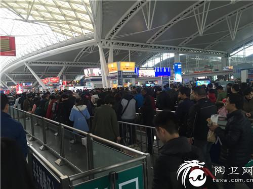 (春节期间高铁客流量实拍)