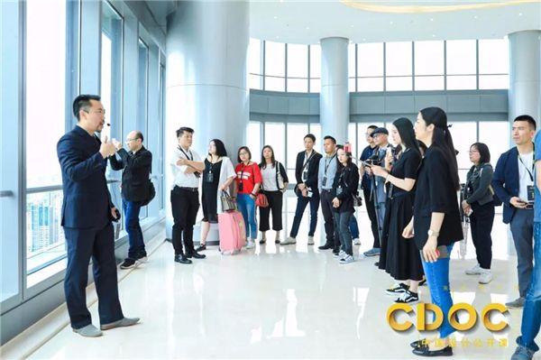 王伟琦带领设计师参观讲解上海白玉兰广场图片